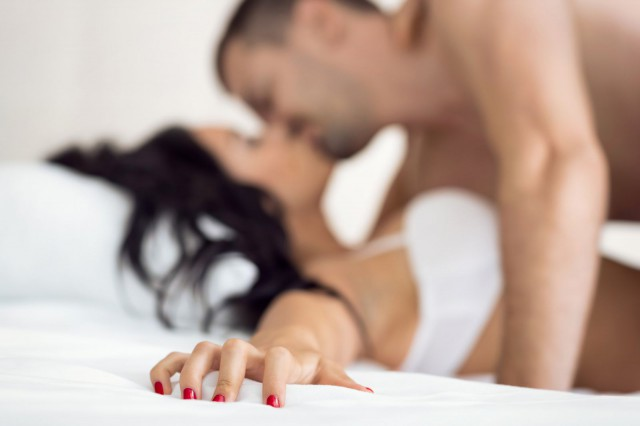 nainen panee miestä seksi ilmoitus