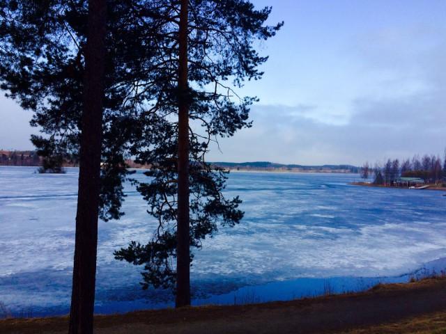 Katsoessan järvelle, koen kaipauksen.