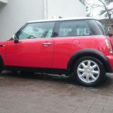 Käytettyjä autoja myydään vaihtoauto -sivustoilla. Laitoin meidän Mini -auton myyntiin Auto1 sivuille.
