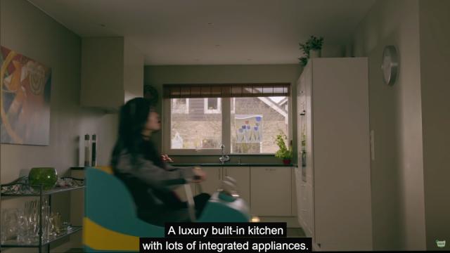 Vuoristorata menee talon sisällä kellarista ylös keittiöön. Kuvakaappaus esittelyvideosta.
