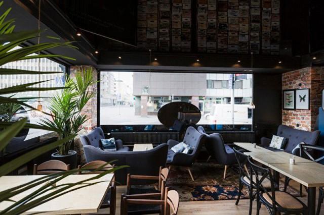 Porin Café Europa on sisustettu persoonallisen tyylikkäästi.