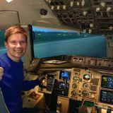 Ilkka O. Lavas ja Boeing 757 lentosimulaattori