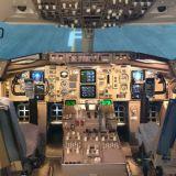 Boeing 757-200 -matkustajakoneen simulaattori vastaa täysin aitoa Boeingin ohjaamoa, ja kaikki laitteet ovat tarkalleen samat kuin lentokoneessakin.