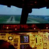 Laskeutuessa tähtäillään kohti kiitotietä sopivassa kulmassa. Ennen kiitotiekosketusta pitää muistaa nostaa nokka ylös, jottei Boeing 757 laskeudu nenä edellä maahan.