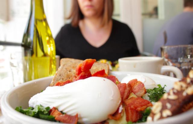 Westvillessä saa aamiaisella muun muassa uppomunia ja lehtikaalisalaattia.