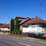 Romaniassa on paljon hienoja taloja. Moni on panostanut aitoihin ja näyttäviin portteihin.