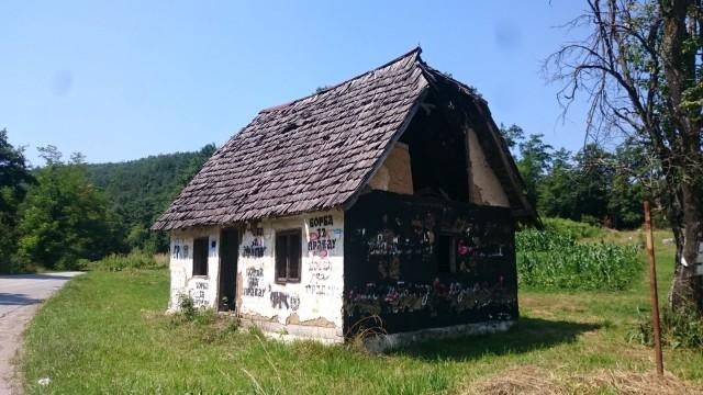 Serbia - Bosnia-Herzegovina reitillä näki paljon tuhottuja taloja