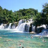 Krka kansallispuistossa on upeita vesiputouksia.