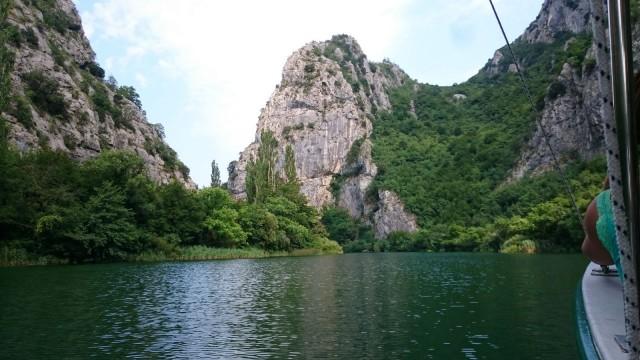 Jokilaivaristeilyllä, joka lähtee Omiš kaupungista läheiseen luonnonpuistoon.