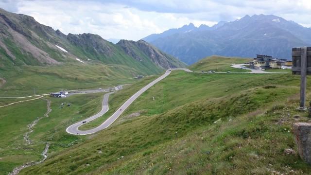 Alpeilla riittää mutkia. Großglockner