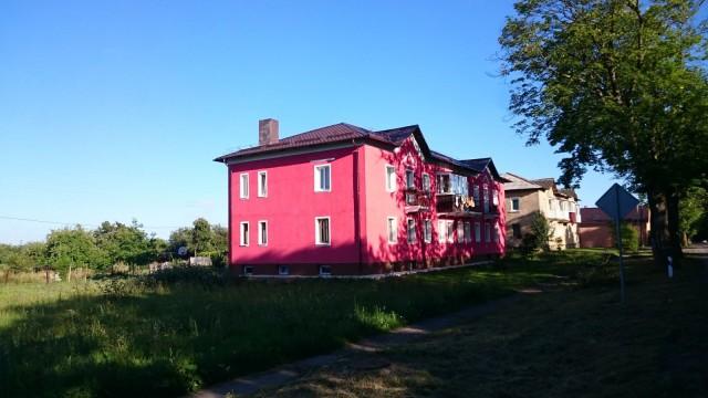 Pinkki talo. Venäjä, Kaliningrad.