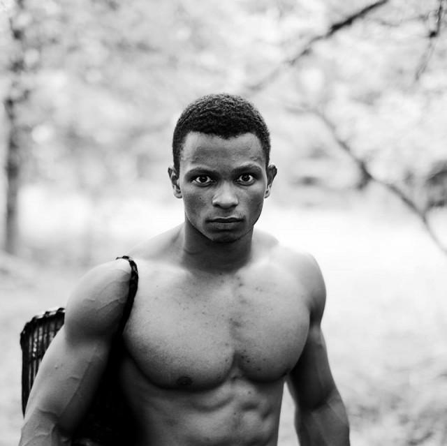Ylen uuden nuorisomedian ensimmäinen kiinnitys on Musta Barbaari, joka tuo Youtubesta tutun Taru painojen herrasta -pumppaussarjansa jatkon Ylelle.