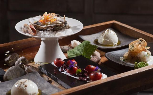 """La Maison ravintolassa ruokalistan pääosassa ovat """"petits plats"""" eli taidokkaat pikkuannokset."""