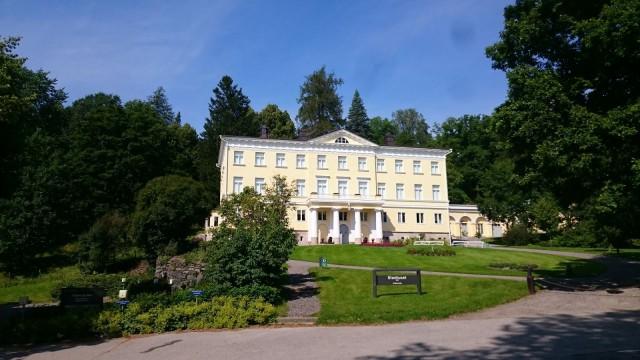 Stenhuset, eli kivitalo tai kivimuuri on rakennettu 1818 ja se on ollut aikanaan Fiskarsin ruukin päärakennus.
