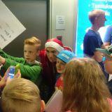 Moni tulee Tubeconiin tapaamaan tubettajia, keräämään nimmareita ja ottamaan selfieitä tähtien kanssa. Kuvassa Minecraft pelaaja JKokki faniensa kanssa.