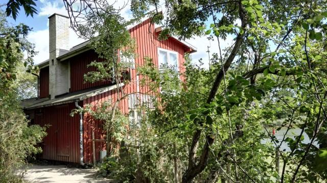 Asunto joen rannalla Kööpenhaminassa Christianiassa. Ei hassumpi asuinpaikka.