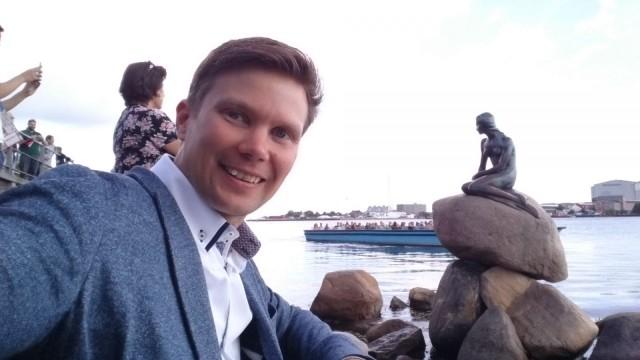 Ilkka Lavas ja pieni merenneito. Kööpenhamina. Tanska. Sony Xperia Z3.