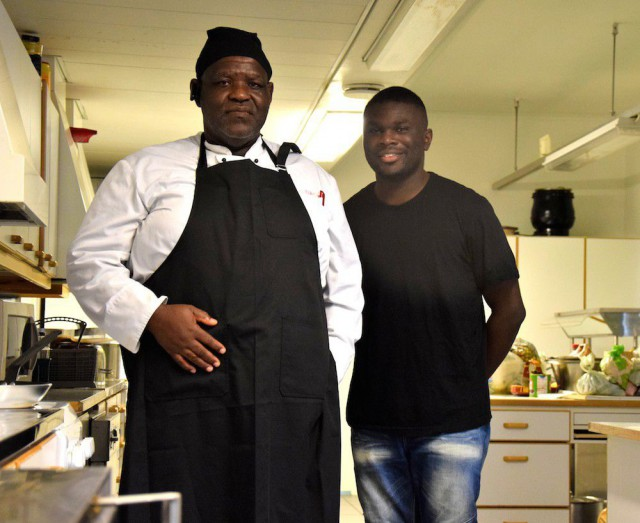 African Potsin keittiömestari Harry Ukeje ja myynnistä ja markkinoinnista vastaava Richmond Ghansah.
