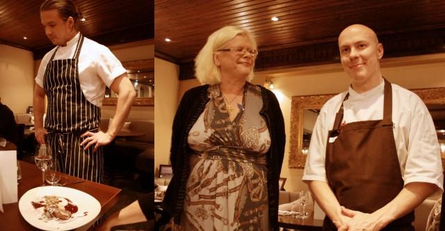 Vasemmalla keittiömestari Pauli Novitsky esittelemässä jälkiruokaa. Oikealla aina hymyilevä ravintoloitsija Mari Kärkkäinen sekä sommelier Toni Aikasalo.