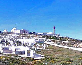 Tunisiassa maan tapa on pitää haudat valkoisina, kun taas me viemme haudoille kukkia.