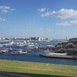 Hotellihuoneen ikkunasta aukeaa näkymä Dubai Marina satamaan. Habtoor Grand Beach Resort & Spa, Autograph Collection Dubai