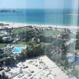 Hiekkaranta ja resortin puisto-alueet. Habtoor Grand Beach Resort & Spa, Autograph Collection Dubai.