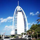 Burj Al Arab Jumeirah on maailman ainoa 7 tähden hotelli. Kiinnostaako shampanjakylpy? Onnistuu!
