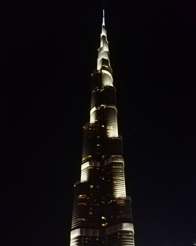 Turisteja houkutellakseen Dubain Sheikki rakensi maailman korkeimman rakennuksen: Burj Khalifan.