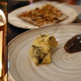 Grande Maison Cuvee du Chateau, Monbazillac. / Extraruokalaji SINIHOMEJUUSTOA, hapanjuurinäkkileipää, päärynähilloa ja hunajaa