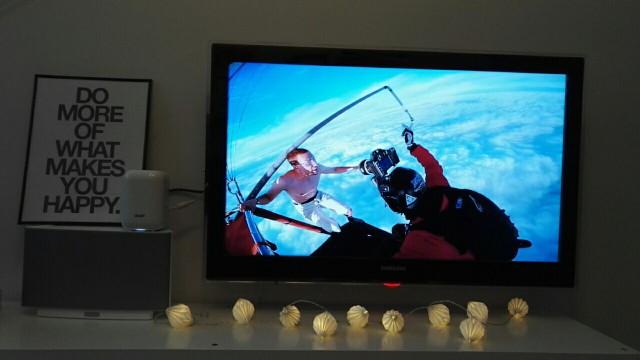 Chromecastilla Antti Pendikaisen hyppy 4 km korkealta kuumailmapallosta ilman laskuvarjoa on huikean näköinen