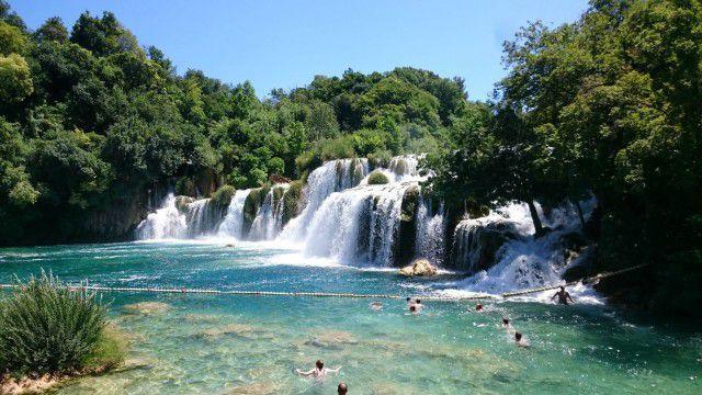 Lomareissu yhdessä perheen kanssa on hyvää yhteistä aikaa. Kuva Krka kansallispuisto, vesiputoukset Kroatia