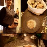 Champagne de castellane brut ostereiden kanssa. / Leipäkorissa oli lipstikkalevitettä sekä voita, talon tumma leipä oli herkullista! / MAKUJA menun ensimmäinen annos Osterit naturel & oriental.