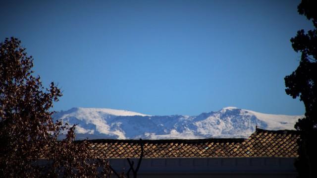 Sierra Nevada taustalla