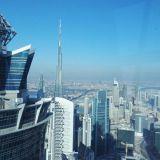 Näkymä JW Marriot Marquis hotellin The Vault -baarista. Taustalla näkyy saman hotellin toinen torni sekä maailman korkein rakennus Burj Khalifa.