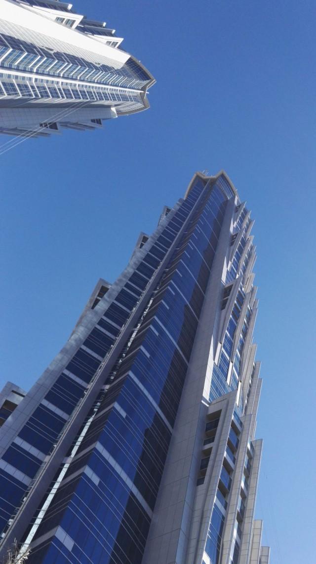 JW Marriot Marquis Dubai - maailman korkeimman hotellin 2 tornia kohoavat 355,35 metrin korkeuteen.