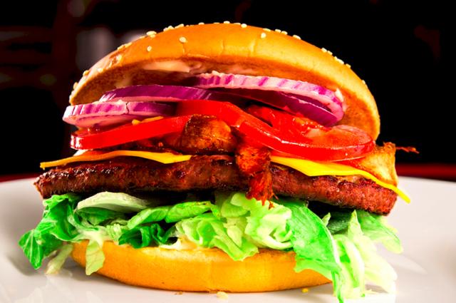 Dinerista saa muun muassa runsaita burgereita.