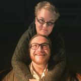 Pedon varjo seuraa näyttelijä Anssi Kömiä