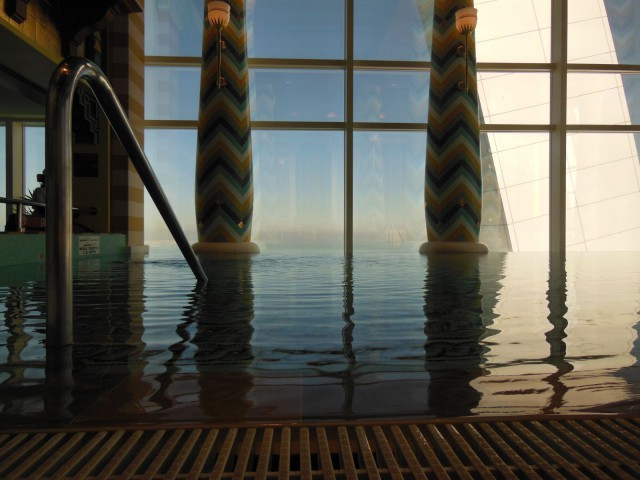 Kiva uima-alla privaattikylpylässä, Burj Al Arab, Dubai