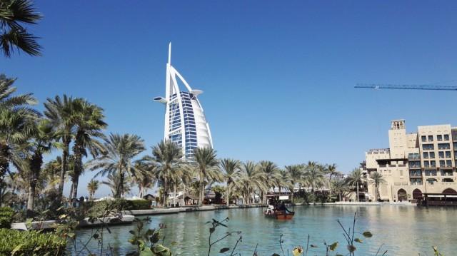 Dubai, Souk Madinat Jumeirah on purjehotellin lähellä.