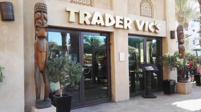 Tärppi. Trader Vic's:ssä on mainiot drinkit ja iltaisin mainiot bileet. Dubai, Souk Madinat Jumeirah.