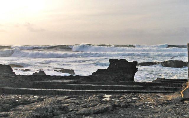 Kuubasta lähteneet Atlantin aallot kohtaavat Quinchon rannikon Portugalissa