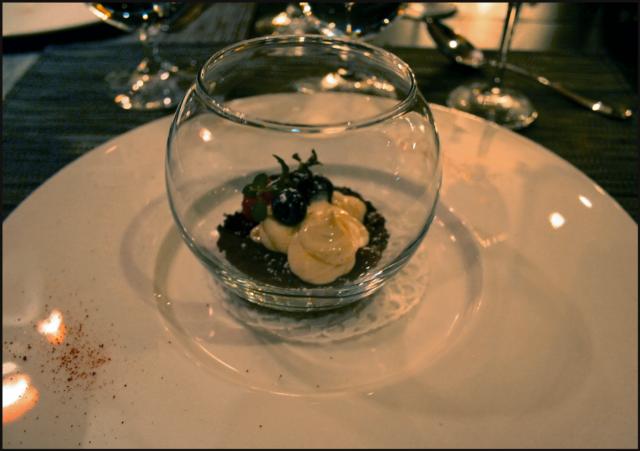 Jälkiruoaksi juustokakku a'la Hermitage. VIINI: Château Vartely Ice Wine Riesling