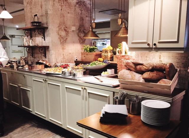Frans & Amélien nizzalainen torilounas on kuin suoraan ranskalaisesta maalaiskeittiöstä.
