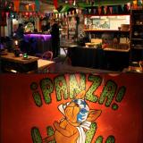 Ennen illalisen alkua jauhetaan vähän schaibaa ja tsekkallaan illan varaustilannetta. / Panza sisusta on täynnä hauskoja yksityiskohtia, tyyliä voisi luonnehtia hallituksi kaaokseksi, mikä taitaa myös kuvata Meksikoa, ainakin jollain asteella.