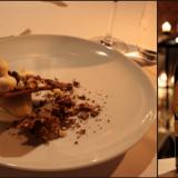 Varsinainen jälkkäri: kolmea eri suklaata, omenaa geelinä, marinoituna sekä omenamysliä. / Espanjalainen yhden rypäleen sherry on nimihirviö: Gonzalez Byass Noe Pedro Ximenez Muy Viejo Sherry.
