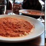 sitruuna-oliiviöljy-parmesaanirisottoa sekä pulveria kuivatuista tomaateista. / VIINI: Si Soave 2014