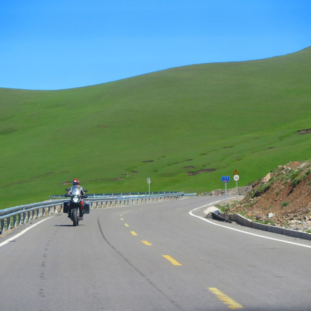 Bayionbulak - Narat - Ili tiellä Kiinassa moottoripyörällä