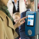 Kortinlukijat muuttuvat kosketusnäytöiksi, matkakortin ulkonäkö vaihtuu ja reittiopas uudistuu