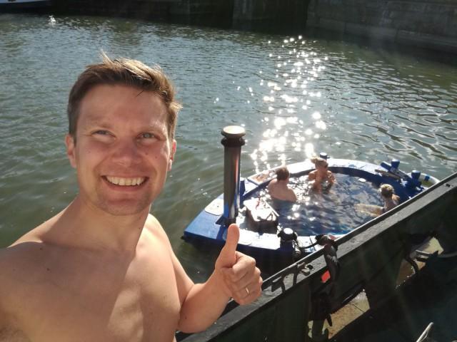 Paljuveneelle lähdössä