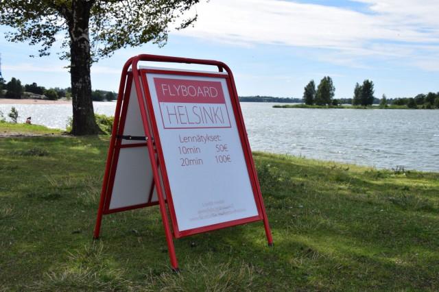Flyboard Helsinki löytyy Hietaniemen uimarannan pohjoiskärjestä.